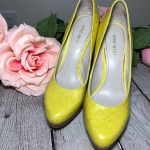 Nine West Yellow Snakeskin Leather Pumps